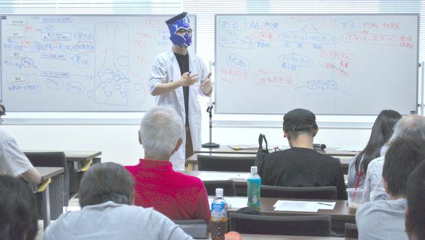 『2限目を担当する講師STK-VR(人型アンドロイド)』の画像