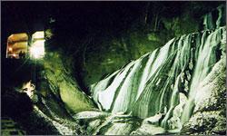 滝のライトアップ